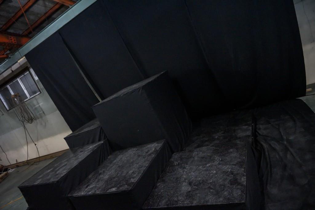 黒階段ブース